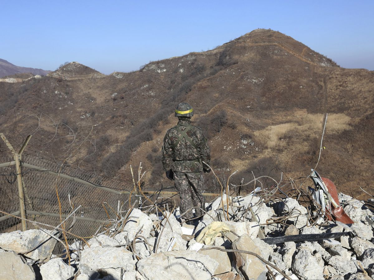 Korean border troops verify removal of each other's posts