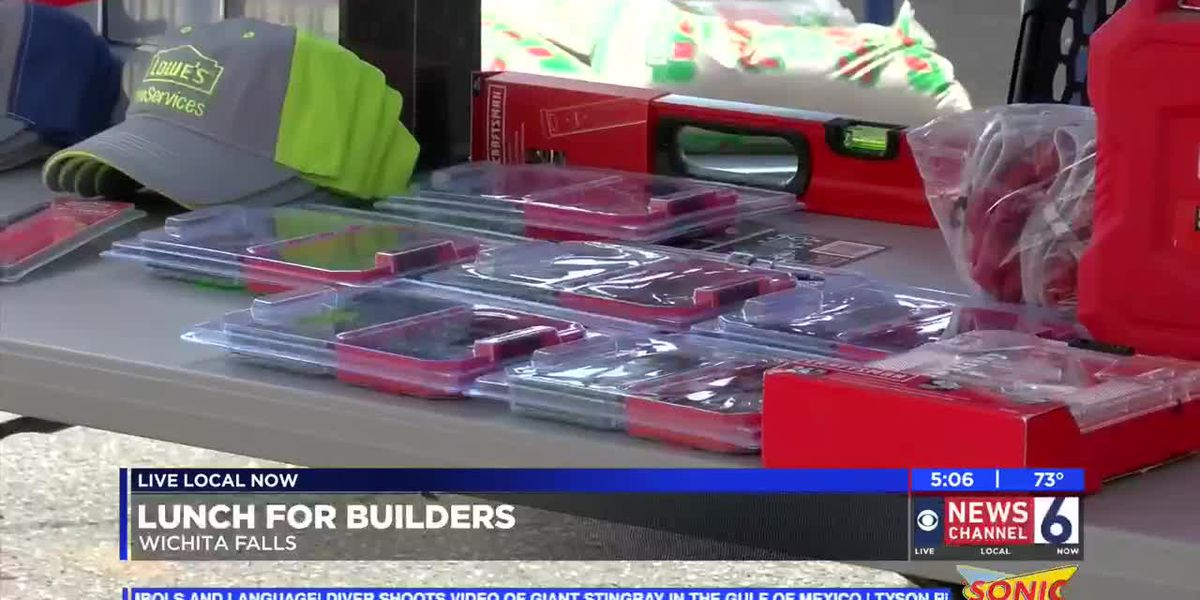 Lowes hosts Lunch for Builders