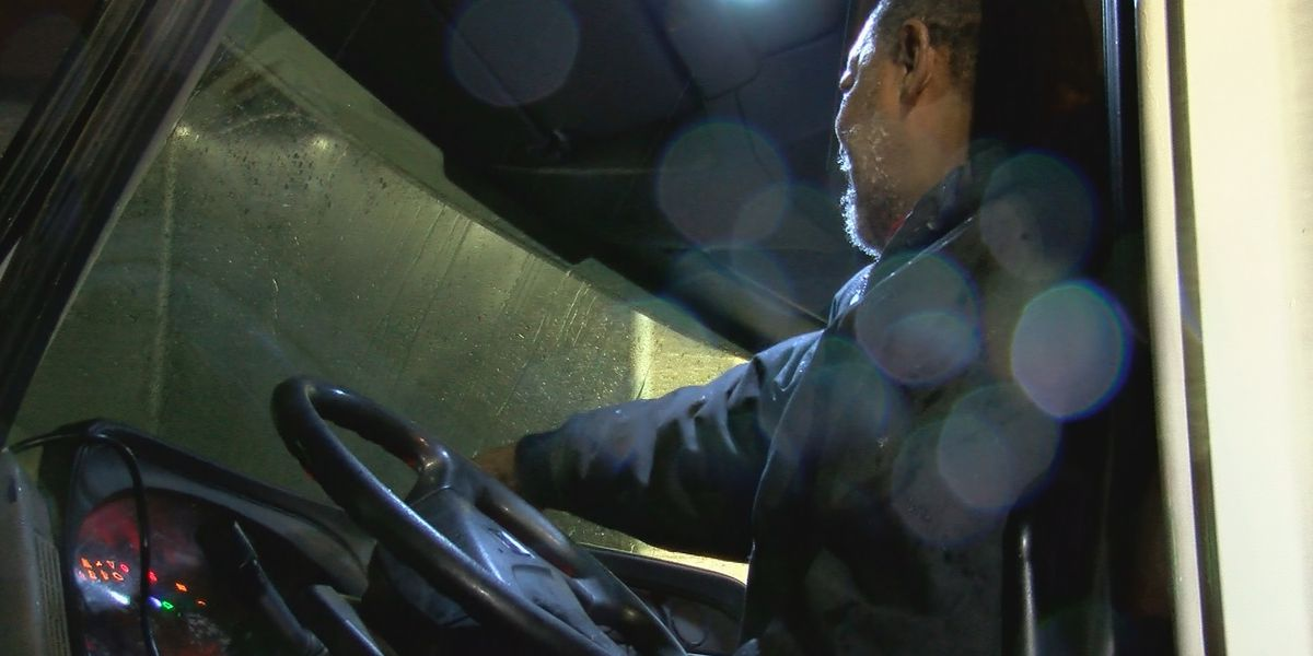 High wind causes risky road conditions for truckers