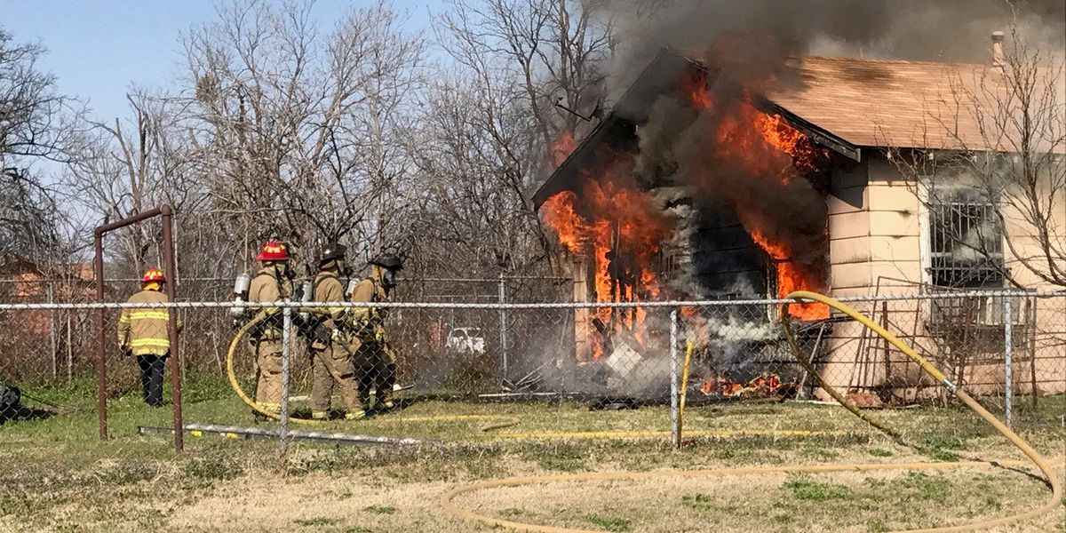Wichita Falls Fire Department responds to structure fire on Dallas Street