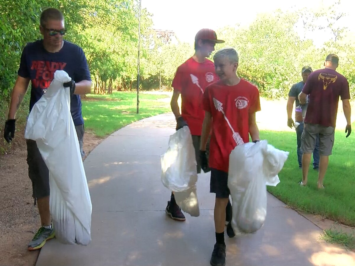 Boy Scouts clean up trash along Circle Trail