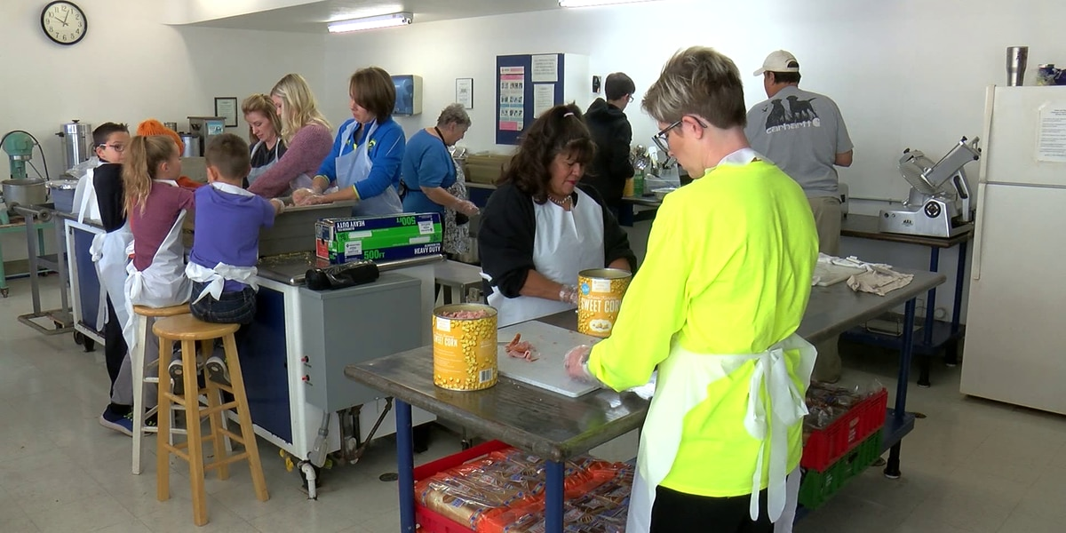 Volunteers prepare for annual Thanksgiving Holiday Spirit Meals