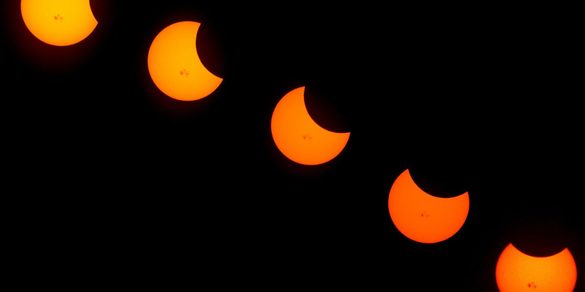 Safely photograph the solar eclipse