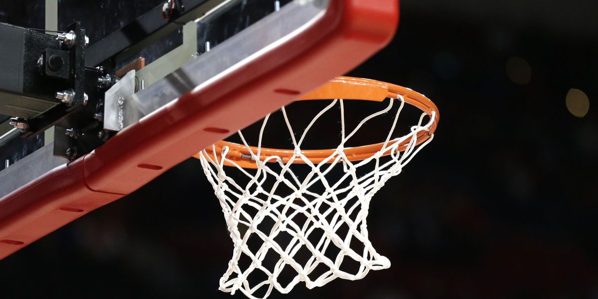 Arizona high school basketball player scores game-winning shot in Kobe Bryant's number