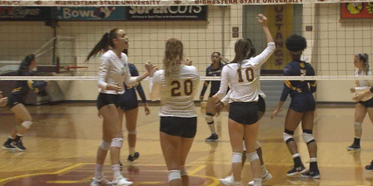 Mustangs drop match in straight sets to #22 Commerce