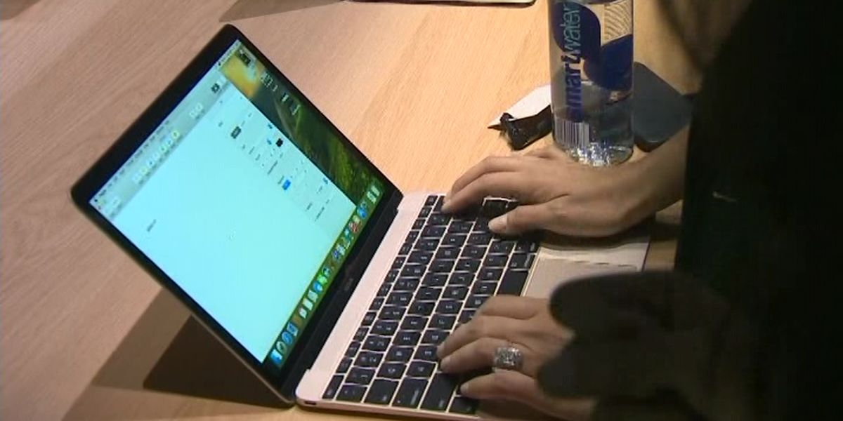 FAA bans recalled Macbook Pros from flights
