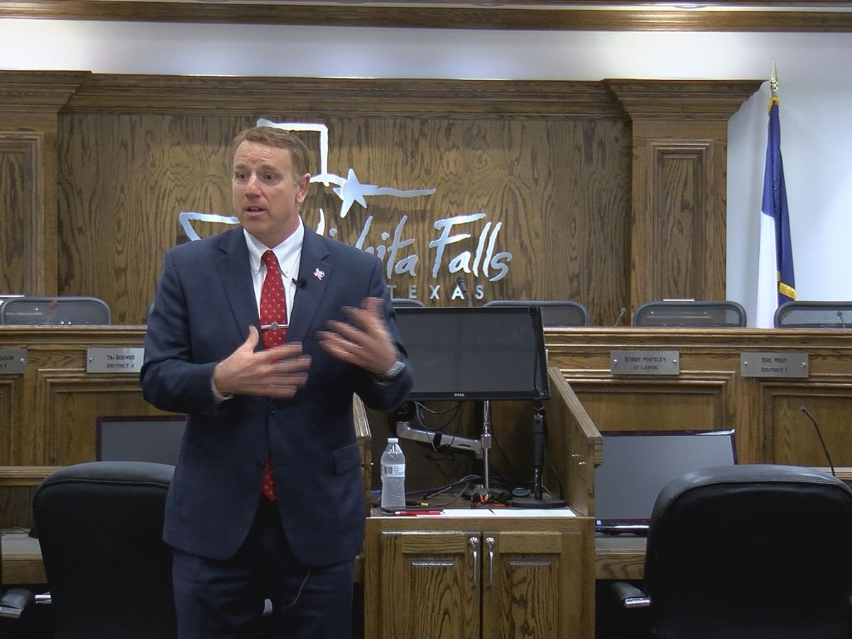 Pat Fallon holds town hall, discusses session and future