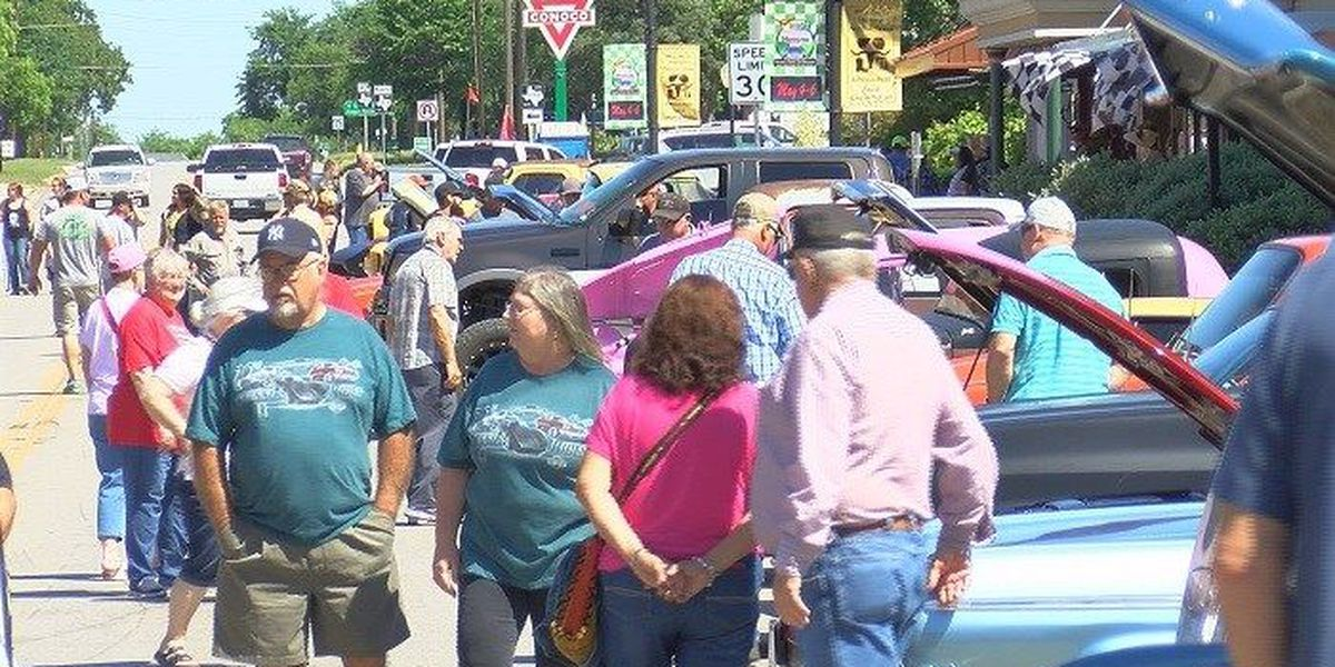 Many Show Up For Crusin Nocona - Nocona car show