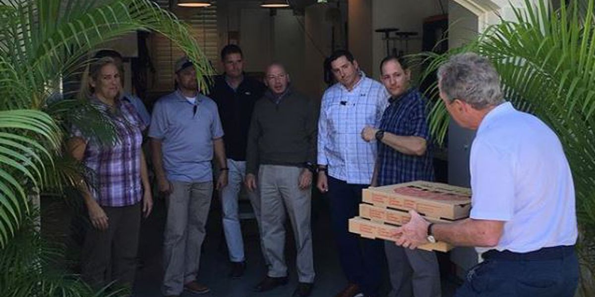 George W. Bush treats Secret Service team to pizza during shutdown
