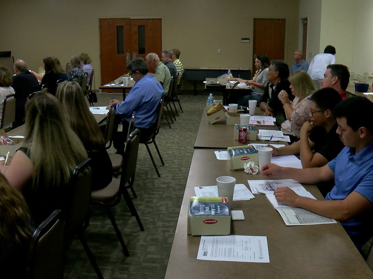 Small businesses discuss government contracts at seminar