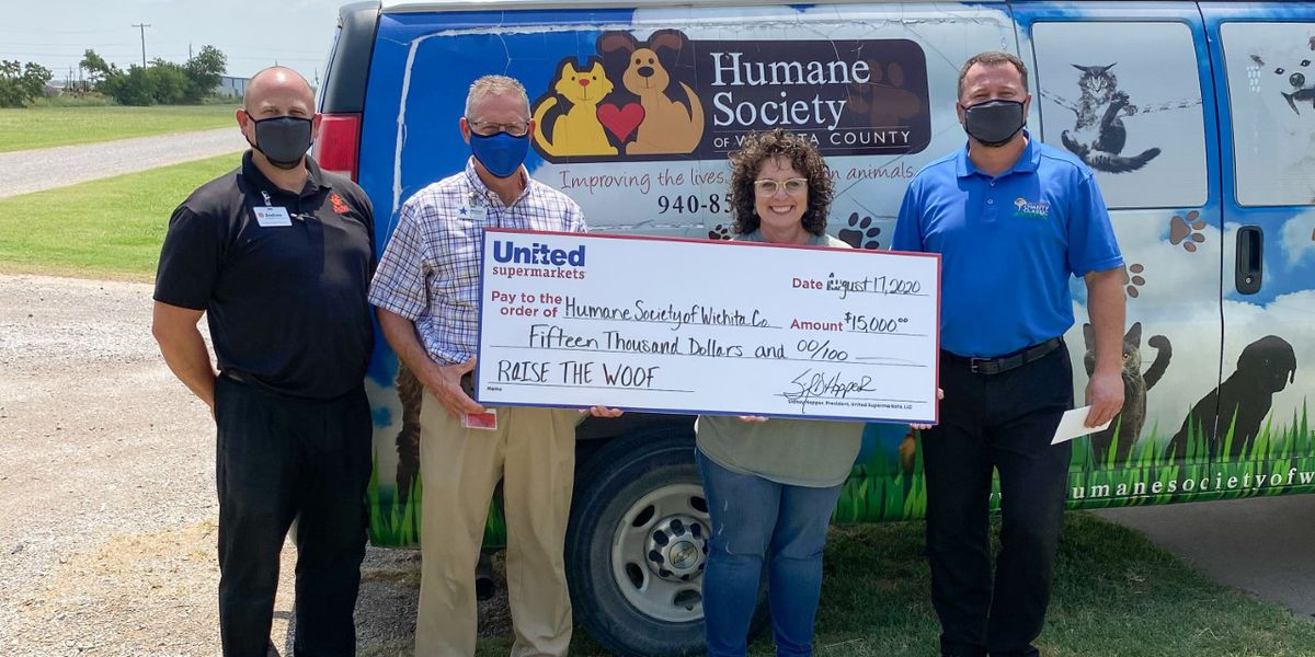 United Supermarkets donates $15K to Humane Society of Wichita County
