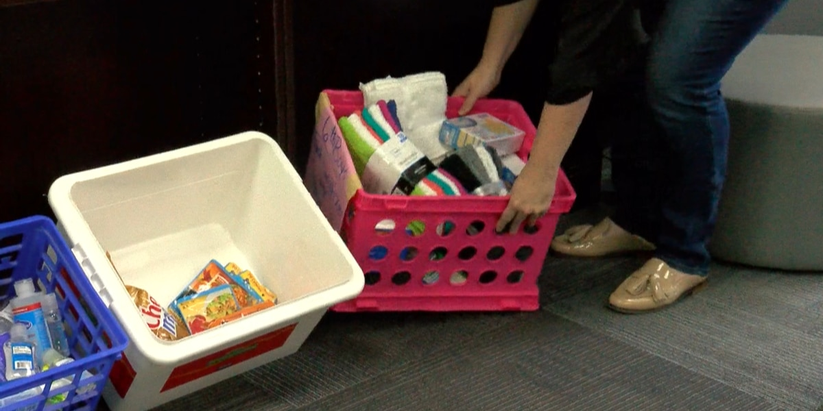 City View Jr. High students creating 'Blessing Bags' for homeless shelter