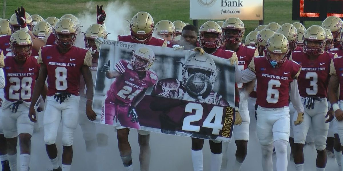 Mustangs honor Robert Grays with hard-fought win in home opener