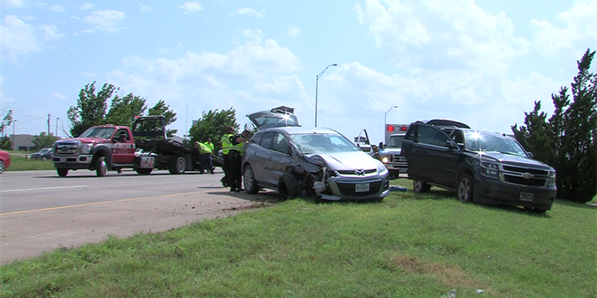 Wreck causes delays on Kell