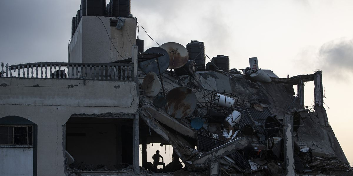 Israel closes Tel Aviv airport after rocket fire from Gaza