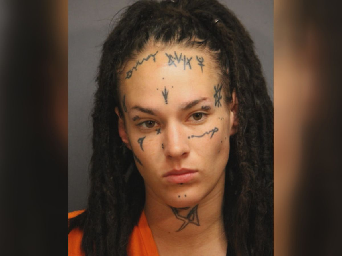 Lawton woman accused of stabbing her boyfriend in the neck