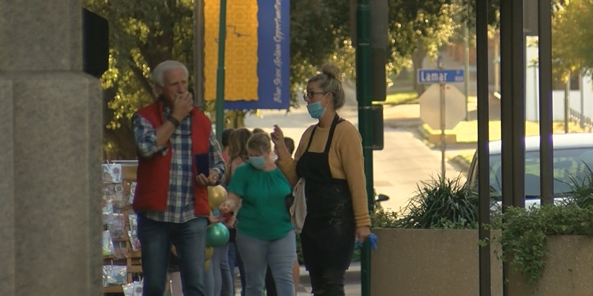Art & Stroll brings crowds back to downtown WF