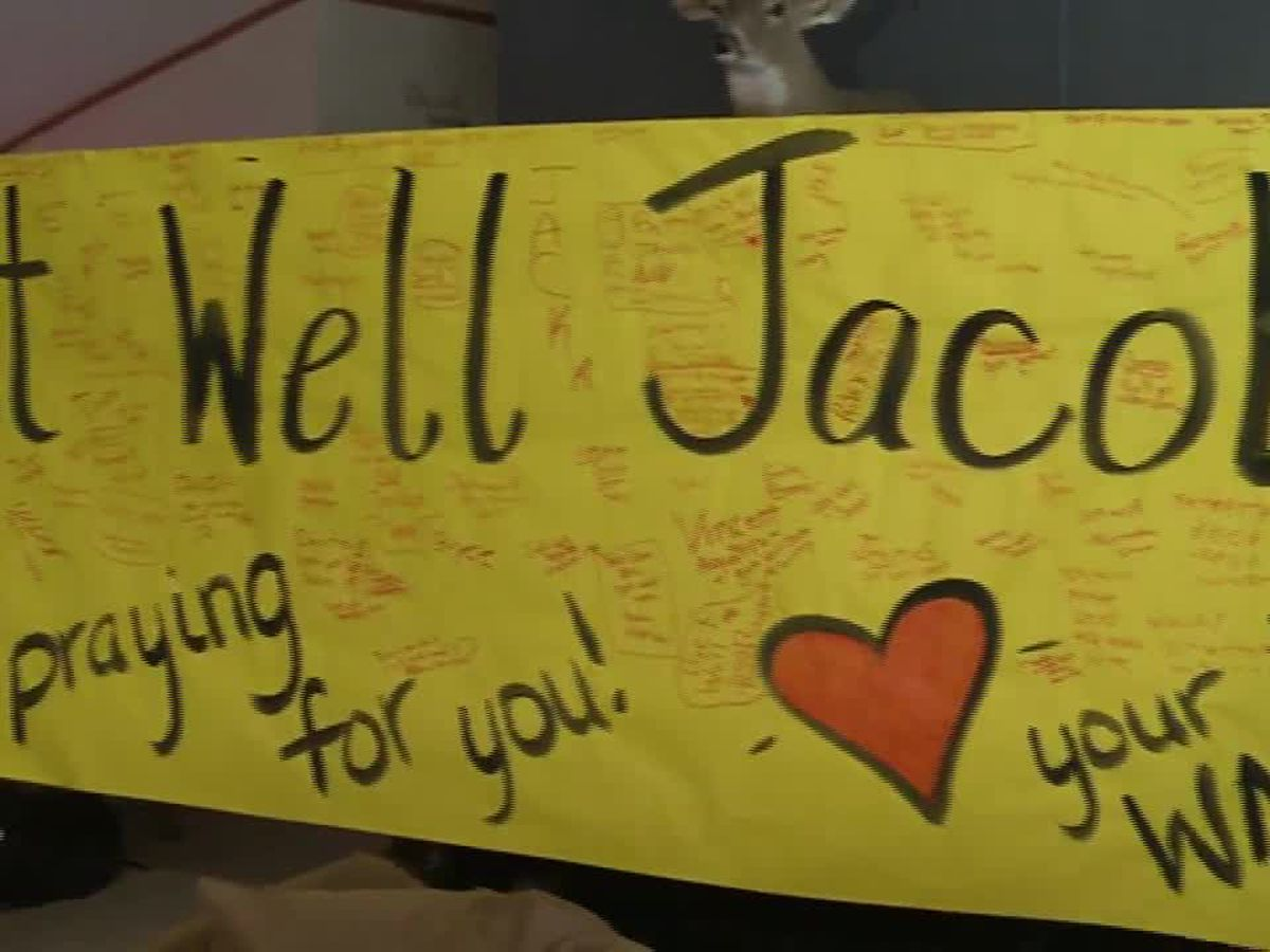 Texas football players show support for rival after serious injury