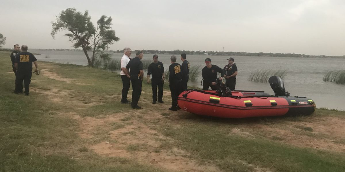 Multiple agencies perform water rescue on Lake Wichita