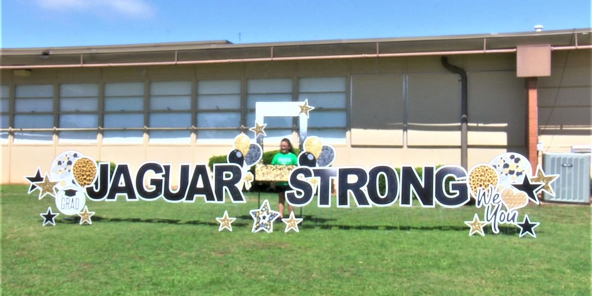Jefferson Elementary lets students take end of the year pictures