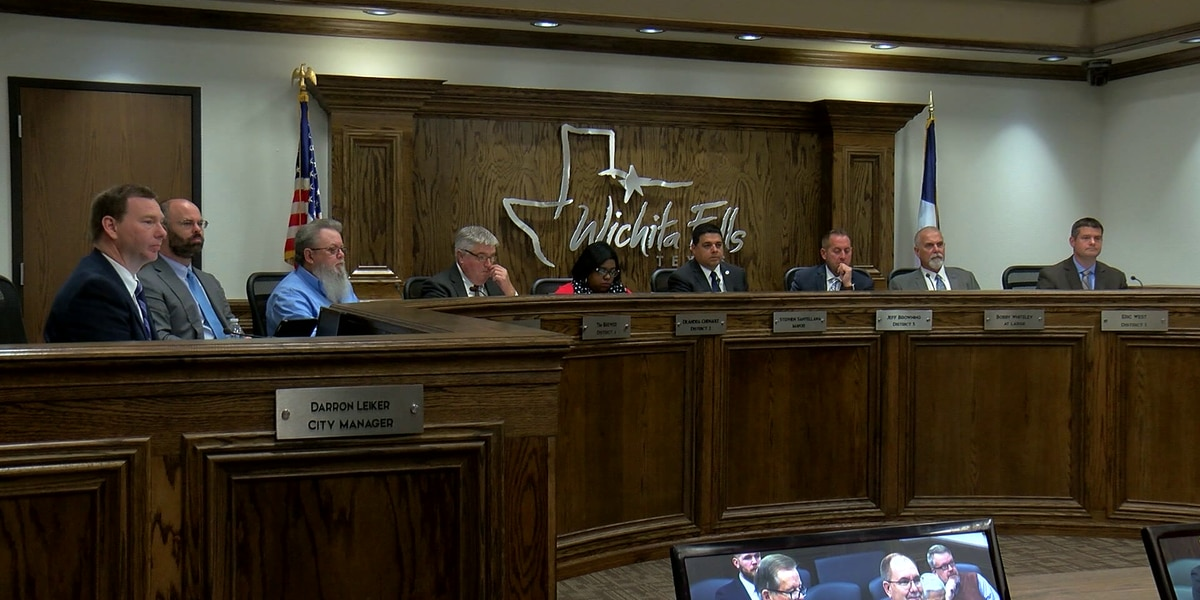 Wichita Falls Mayor, Council members sworn into office