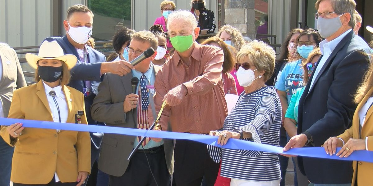 Community Healthcare Center celebrates official grand opening of first school-based health center