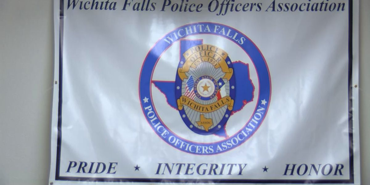 Wichita Falls Police Officers Association delivers Thanksgiving baskets