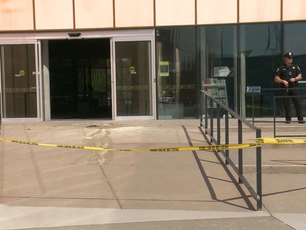 Man dies after setting himself on fire at Des Moines library