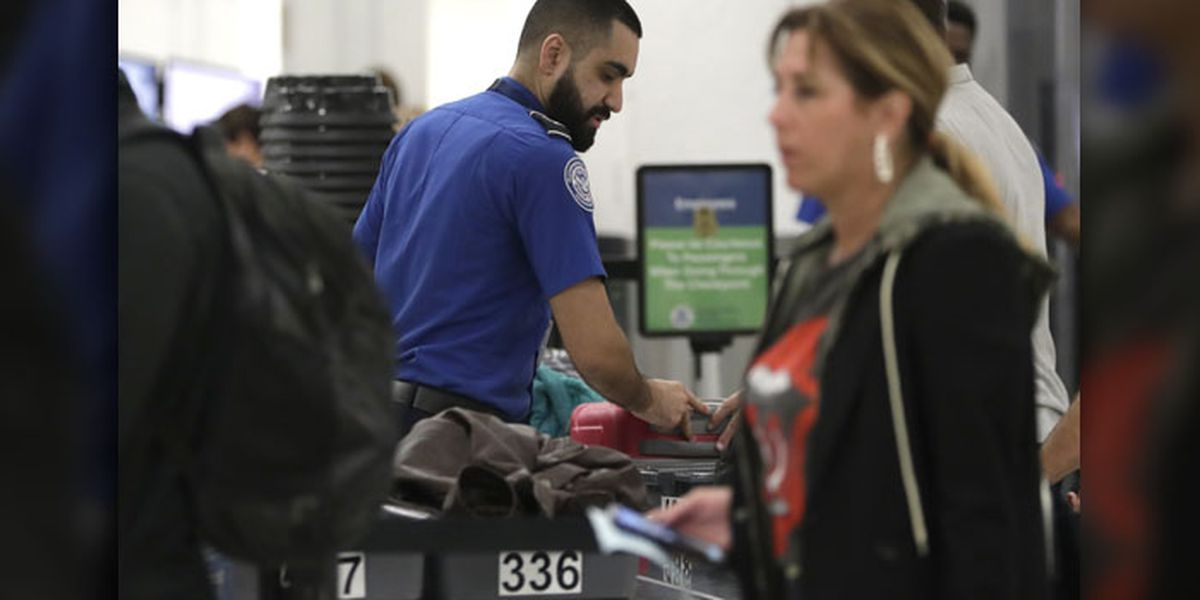 As shutdown grinds on, TSA workers struggle