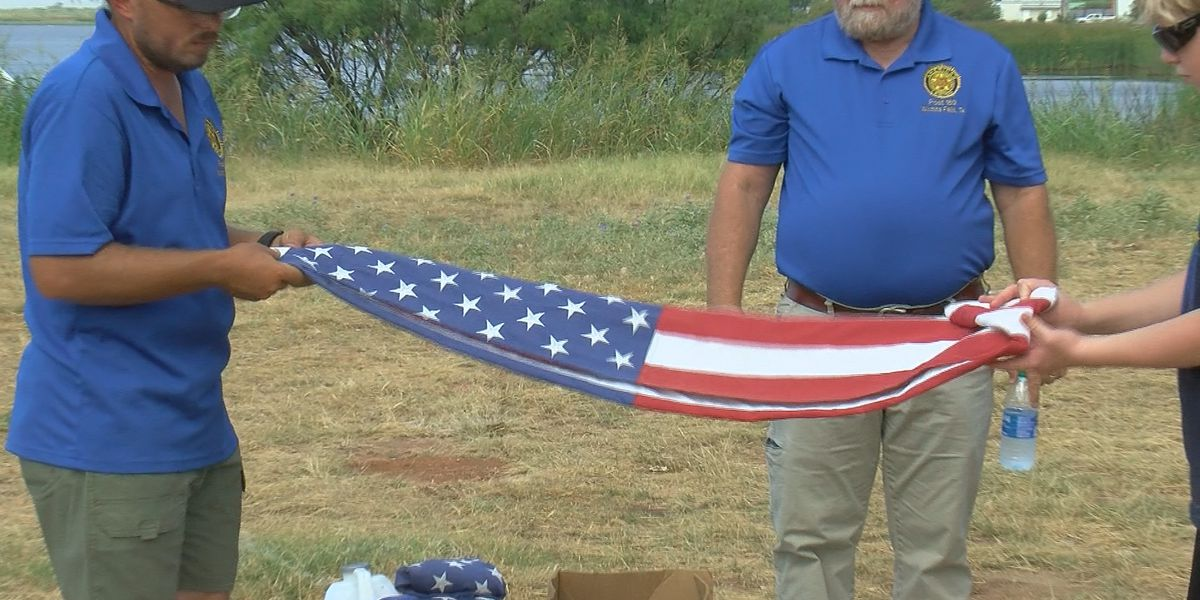 Wichita Falls American Legion retires flags