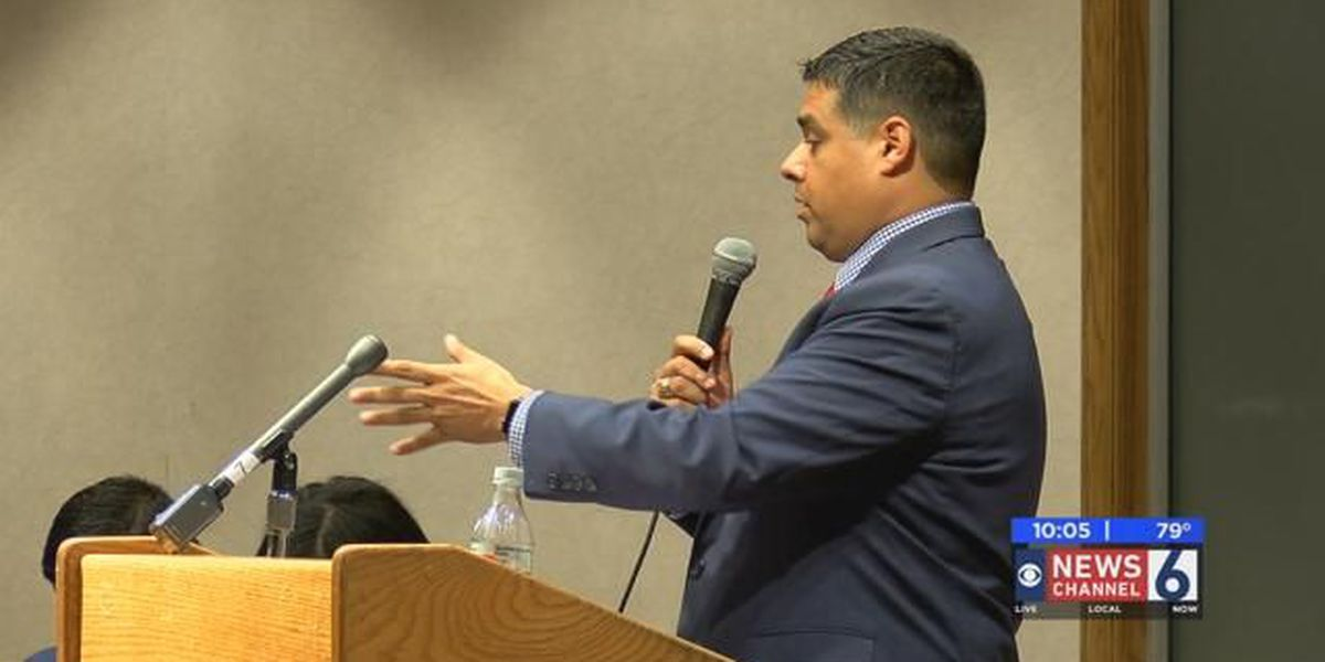 Residents voice concerns at Mayor Santellana's town hall