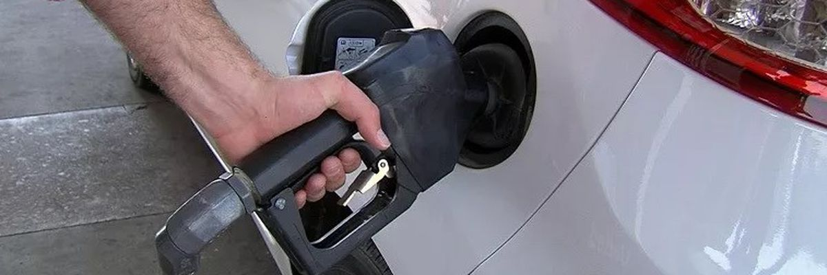 Gas prices drop ahead of Memorial Day weekend