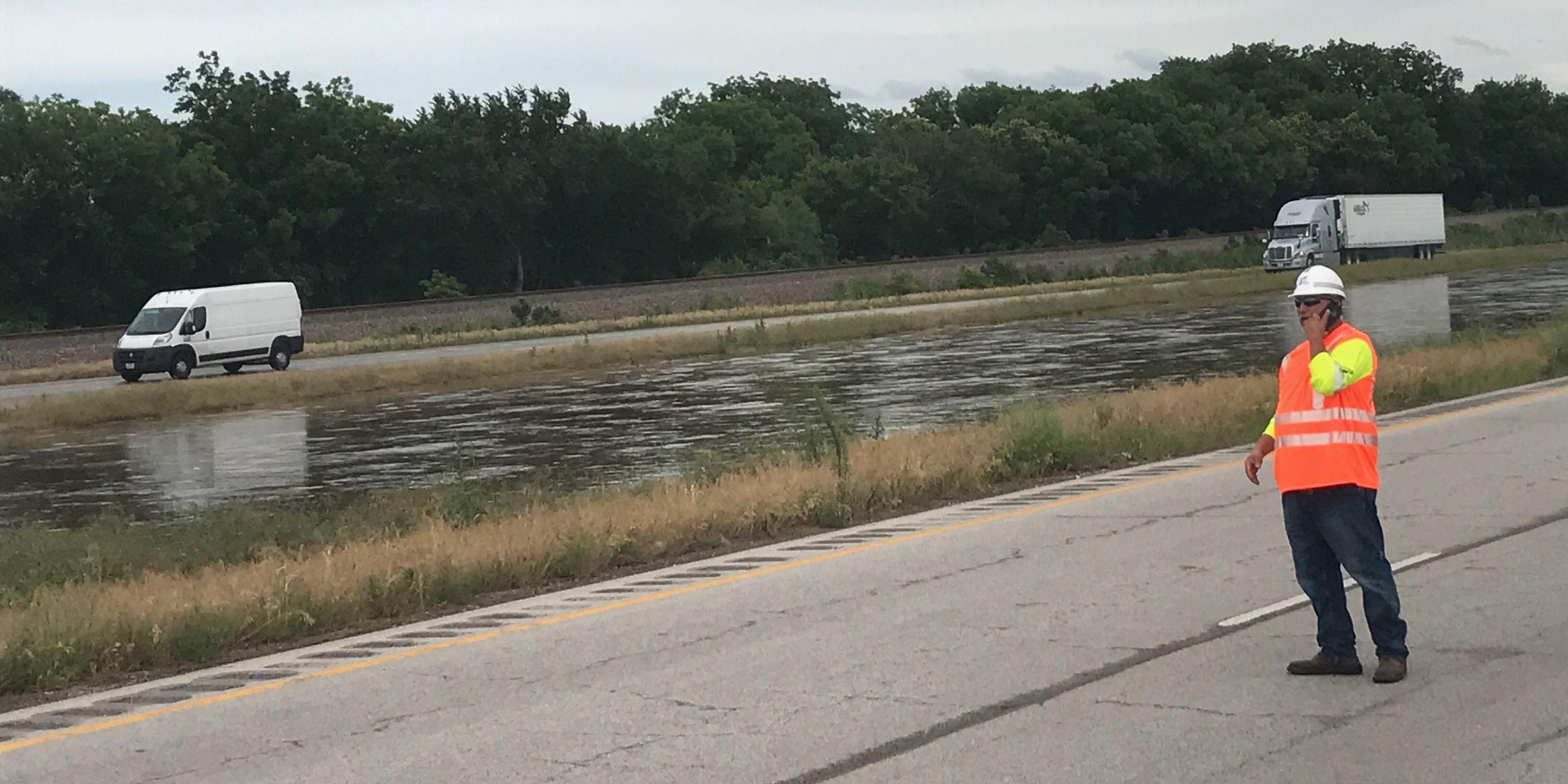 Highway 287 partially closed near Henrietta