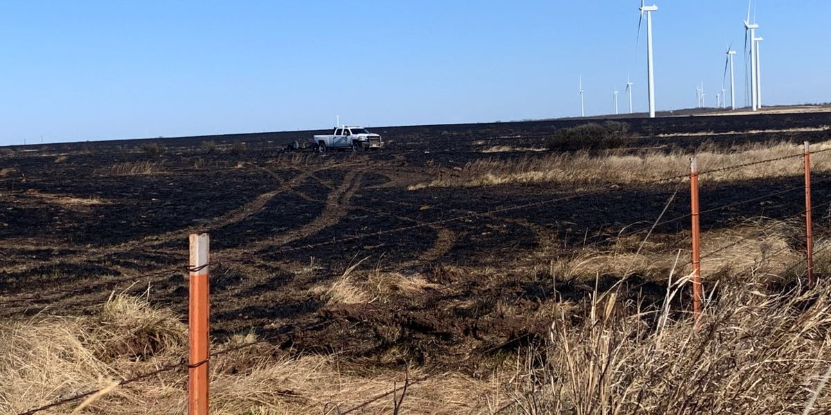 Firefighters fully contain grass fire near Olney