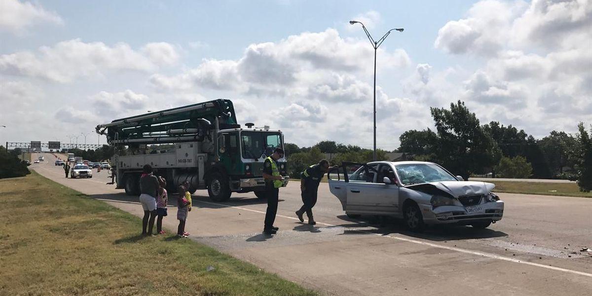 Crash causes traffic backup on Kell Freeway