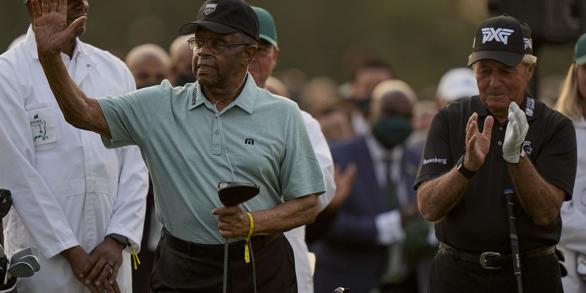 With a wave and smile, Lee Elder helps open the Masters