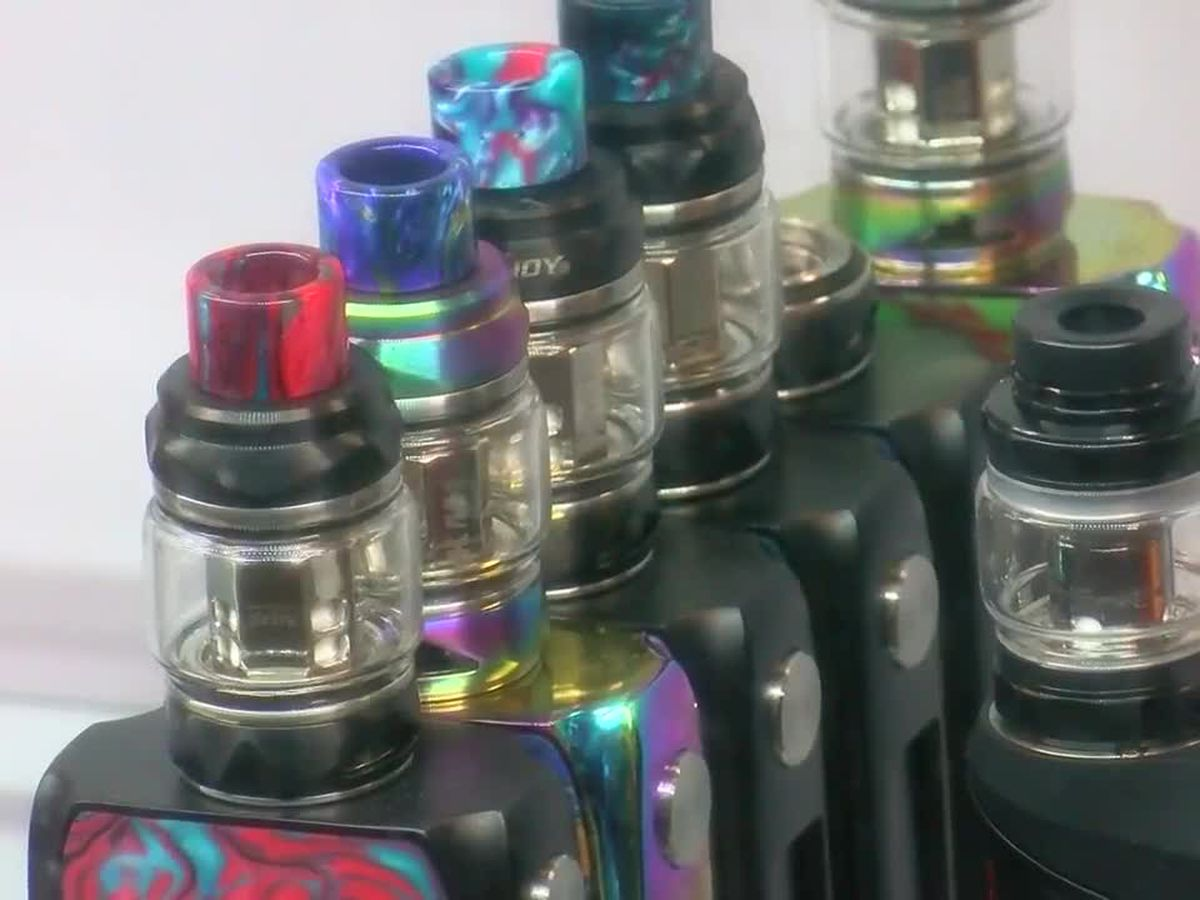 US vaping illness count tops 500, but cause remains unknown