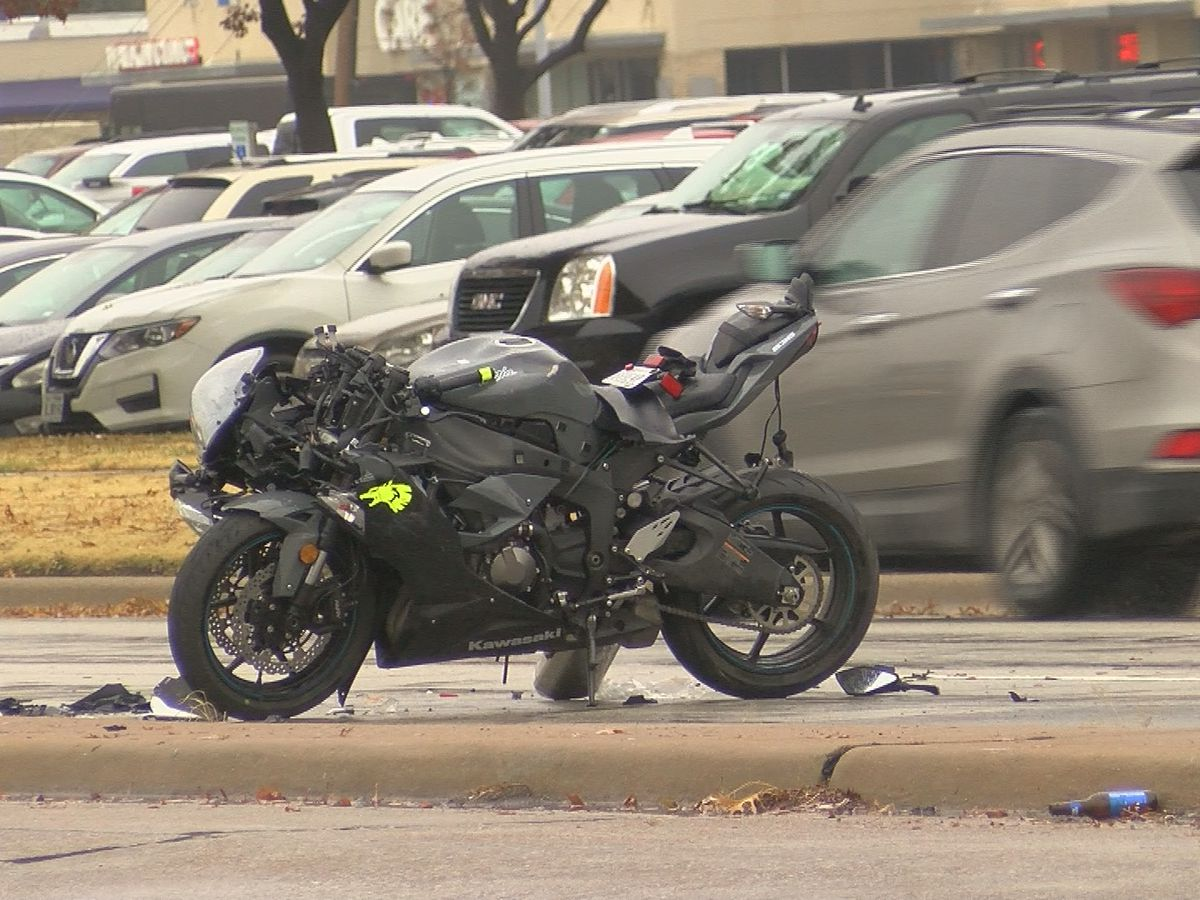 Motorcycle involved wreck on Kemp