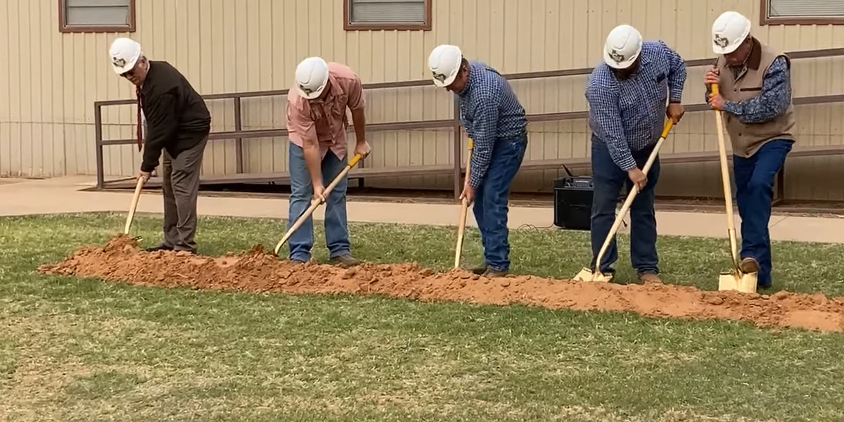 Crowell ISD breaks ground on new cafeteria