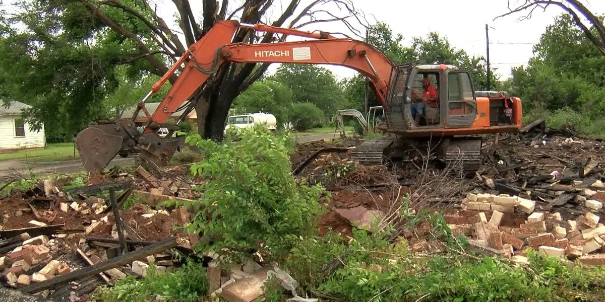 Wichita Falls home destroyed by arson gets demolished