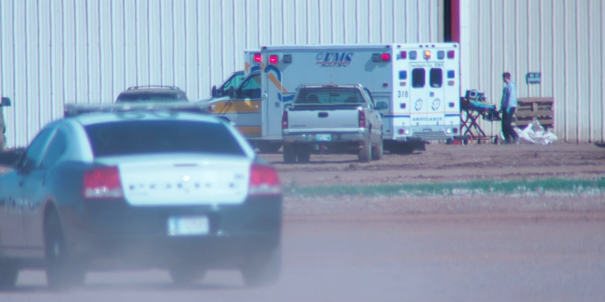 Worker dies after fall in Altus
