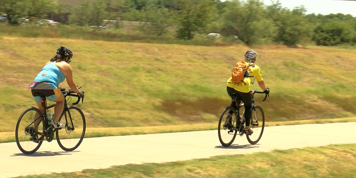 Cyclists encourage more women to participate
