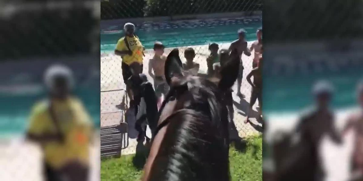Children sing 'Old Town Road' to police on horse
